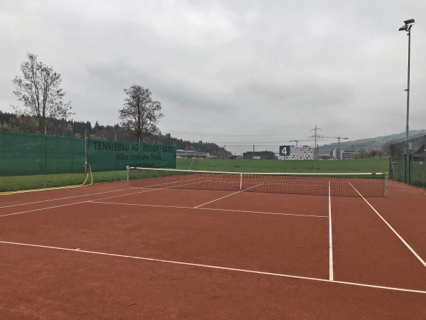 Transformation de 4 courts de tennis en Swiss Clay - le revêtement tous temps au Migros centre sportif Rontal, Dierikon LU